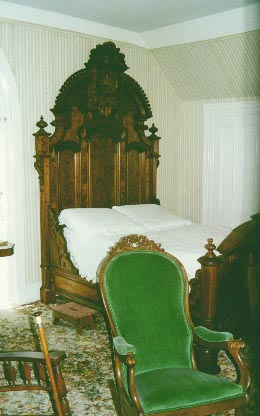 bedroom.jpg (24517 bytes)